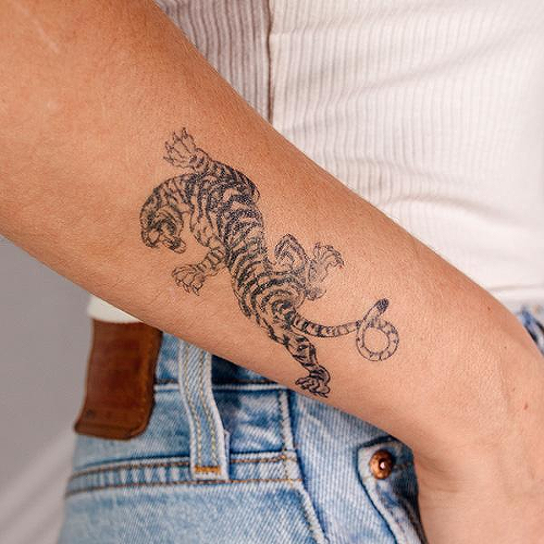 Crawl by inkbox is a Animals temporary tattoo from inkbox - 2
