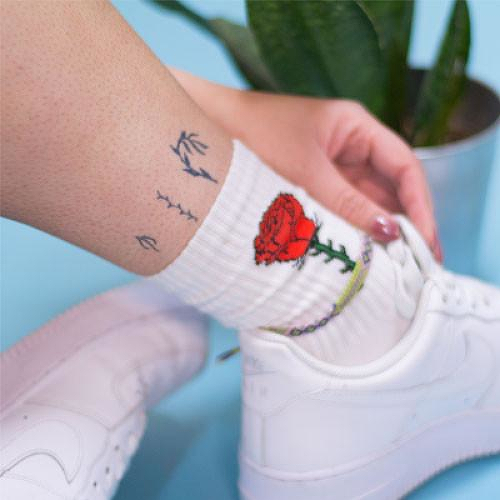 Deja Vida by inkbox is a Flowers temporary tattoo from inkbox - 2